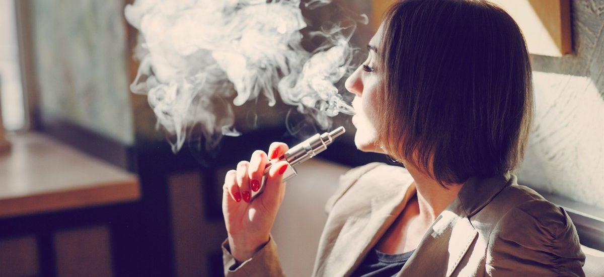 E-papierosy dostępne od 18 roku życia i zakaz ich palenia w miejscach publicznych