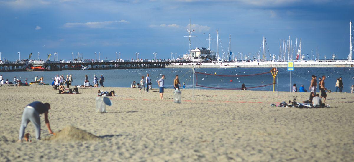 Parawany – co zrobić z turystami anektującymi kawałki plaży?