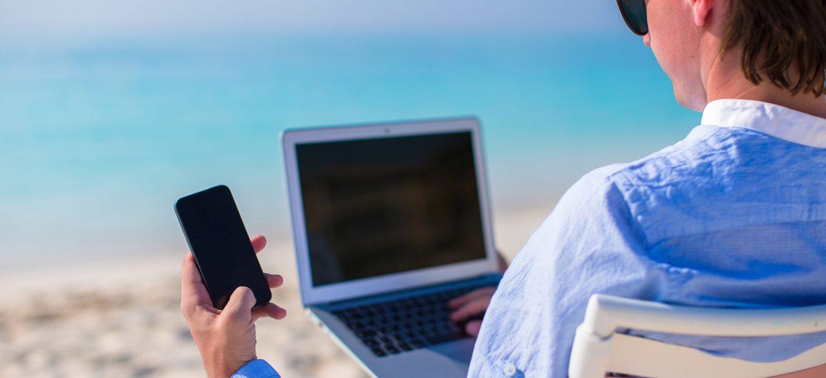 Pracodawca przeszkadza podczas urlopu? Najczęściej nie ma do tego prawa