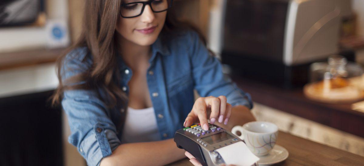 Na problemy z płatnością kartą pomogą reklamacje i chargeback