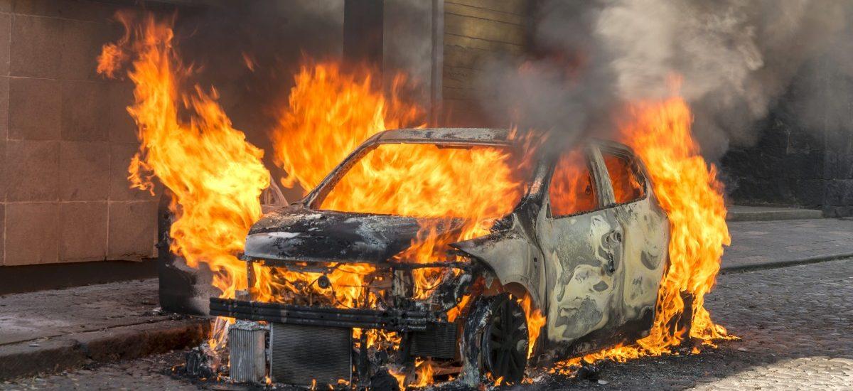 Podpalił kilkadziesiąt samochodów i dostał ledwie 2 lata w zawieszeniu