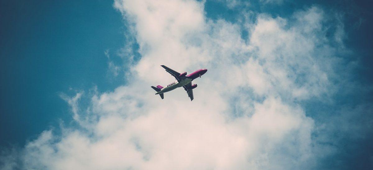 TSUE: Odszkodowanie za spóźnienie samolotu nawet mimo nieprzewidzianych okoliczności