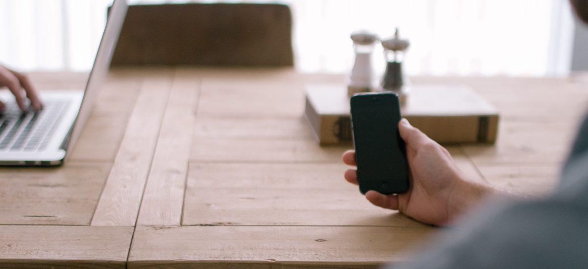 Pracodawca nie ma prawa zakazać prywatnych telefonów w pracy