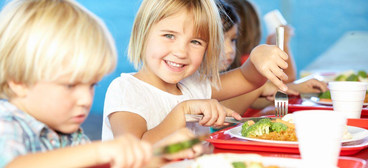Usunięcie śmieciowego jedzenia ze szkół – przepisy nic nie zmienią