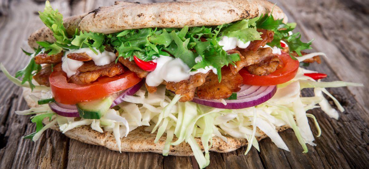 Nakradł kebabów za 700 zł, znaleźli go dzięki plamom od sosu… Nawet 5 lat więzienia?