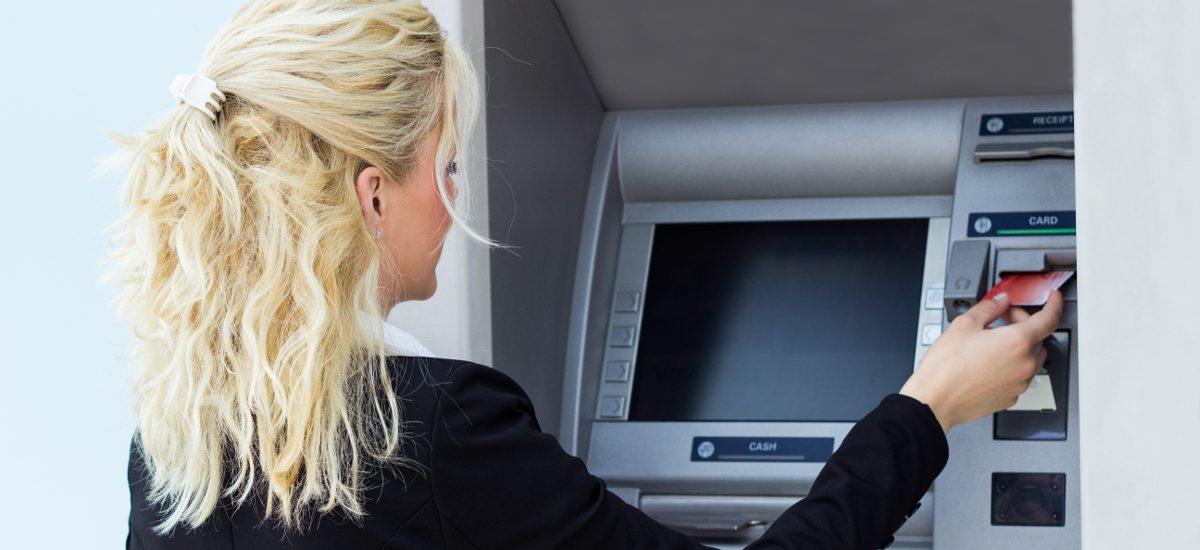 Korzystając z bankomatu uważaj na coraz częstsze oszustwa