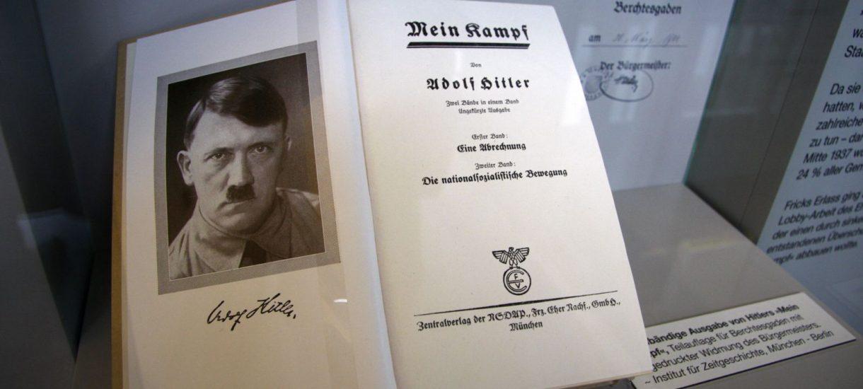 """Za miesiąc wygasną prawa autorskie do """"Mein Kampf"""" Adolfa Hitlera"""