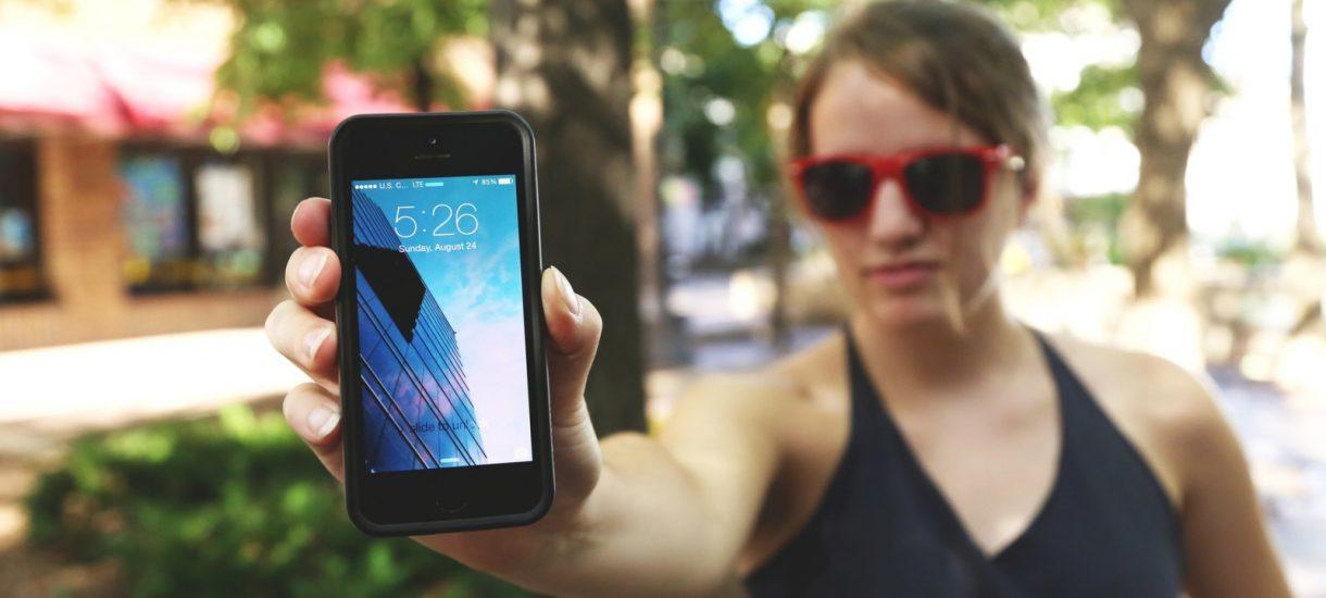 Fala odnawianych używanych telefonów nadal zalewa Allegro – jest jednak na to sposób