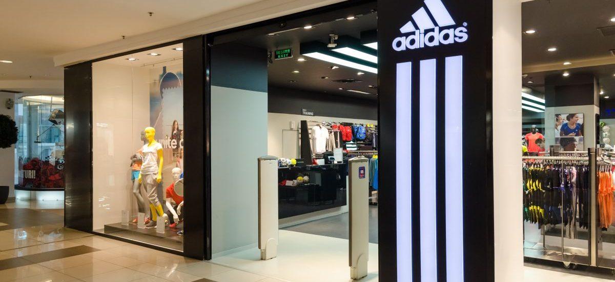Duże zwycięstwo Adidasa z producentami butów sportowych z dwoma paskami