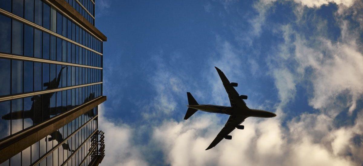 Miliony dla Ryanair. Żartownisiowi od alarmu bombowego w Modlinie została już tylko upadłość konsumencka