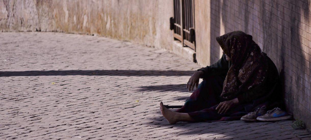 Kradzież jedzenia przez bezdomnego to nie przestępstwo?