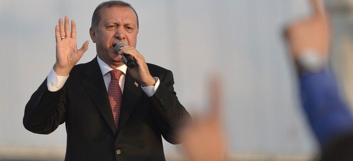 Legalny sułtanat Erdogana – dlaczego doszło do puczu i czemu zamachy stanu są złe