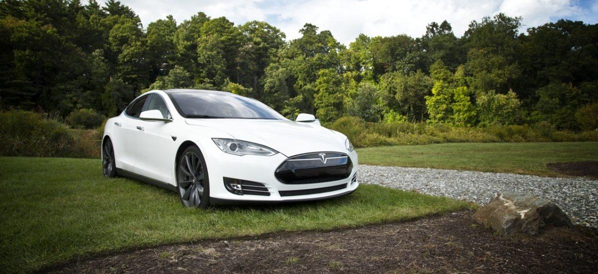 Czy Tesla odpowiada za śmierć podczas jazdy z Autopilotem?