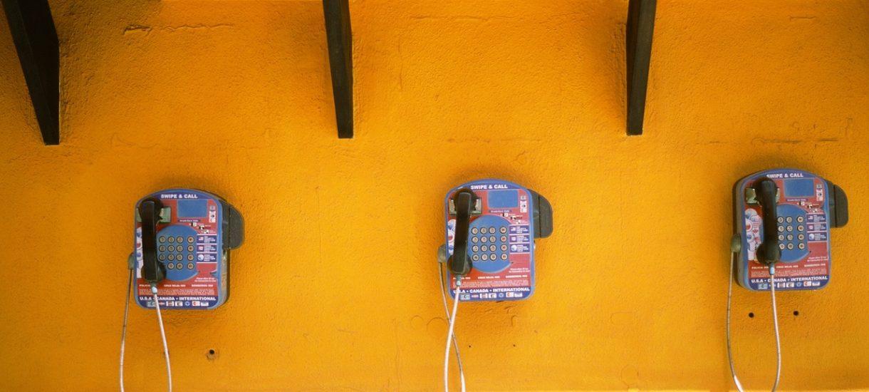 Na ulicy już i tak były białymi krukami, ale teraz znikną ostatnie budki telefoniczne