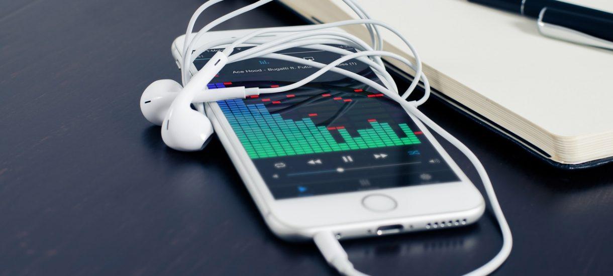 Zacznijmy od podstaw: czy brak złącza słuchawkowego w iPhone 7 w ogóle jest legalny?