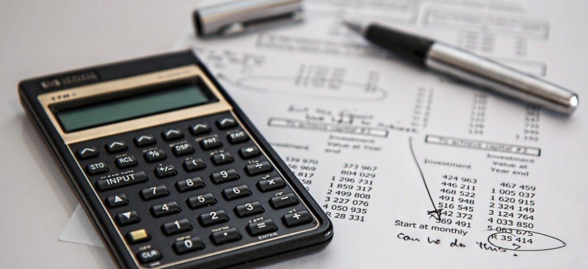 Skarbówka blokuje zwroty VAT-u. Walczy z patologiami czy jednak dramatycznie walczy o dopięcie budżetu?