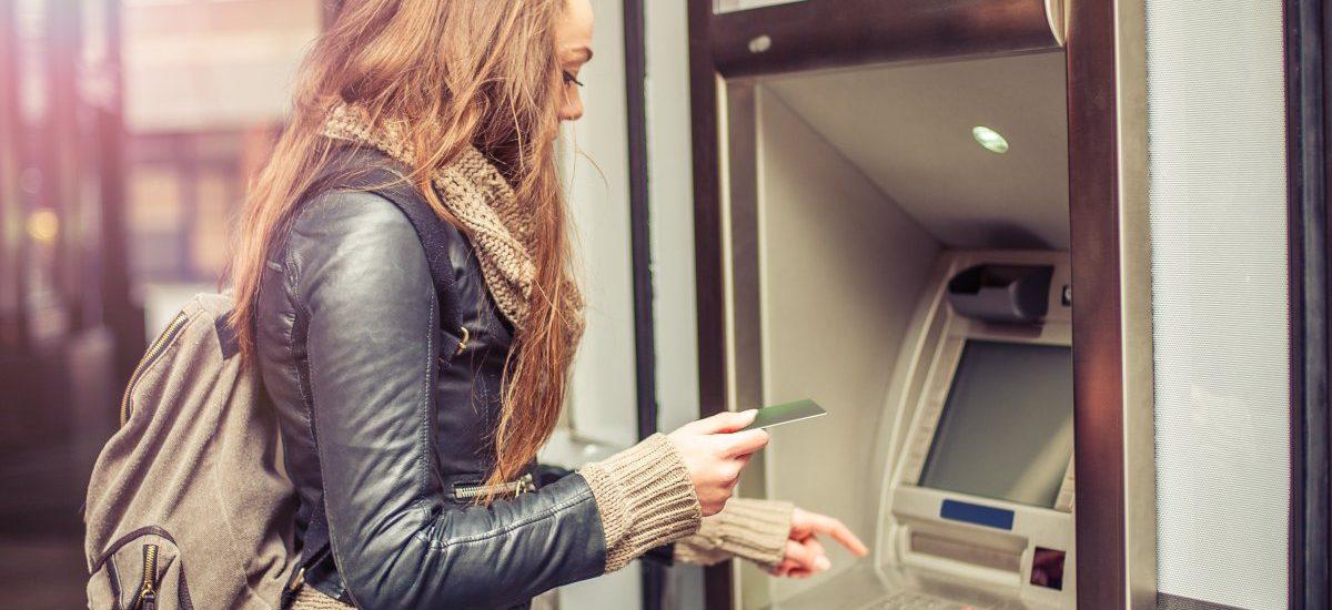 Bankomat nie wydał pieniędzy, ale pobrał środki z konta – spokojnie, odzyskasz je w 5 krokach