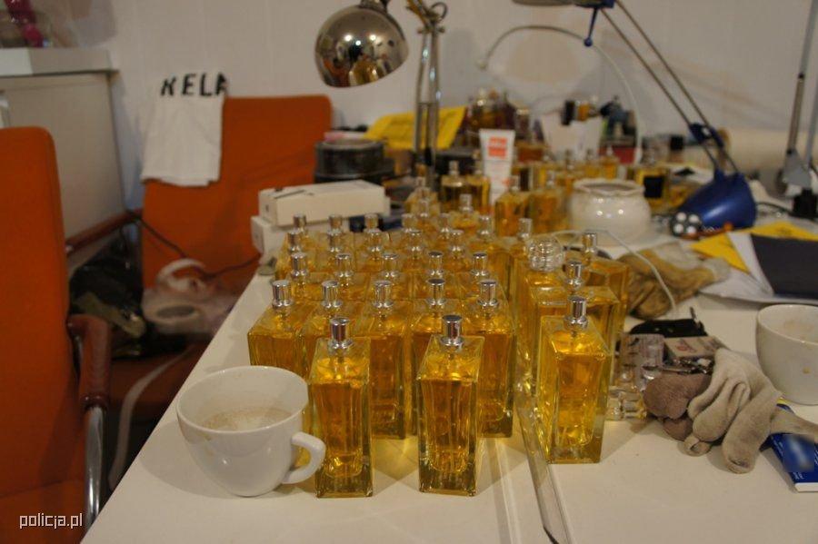 Podrobki Perfum Na Allegro To Nie Mit W Pewnej Piwnicy W Lodzi