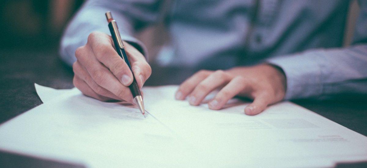 Jak napisać testament? Poradnik dla początkujących