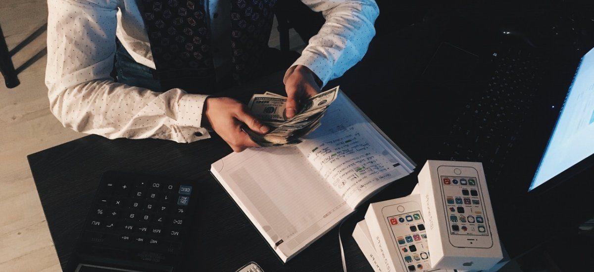 Split payment, czyli aż dwa przelewy, by opłacić jedną fakturę – nowy pomysł rządu na wyłudzenia VAT