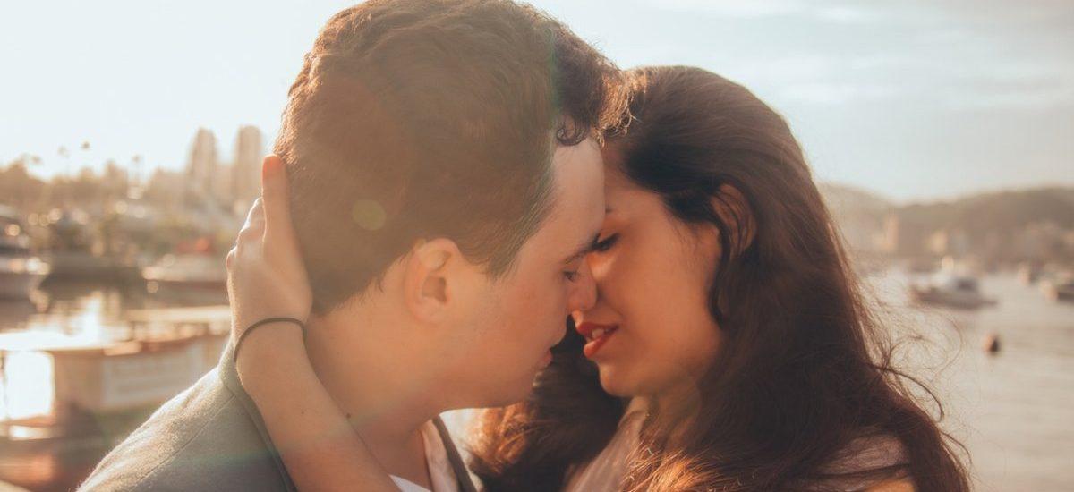 Walentynkowa liczba dnia: 40% – taki odsetek Polaków romansuje w miejscu pracy
