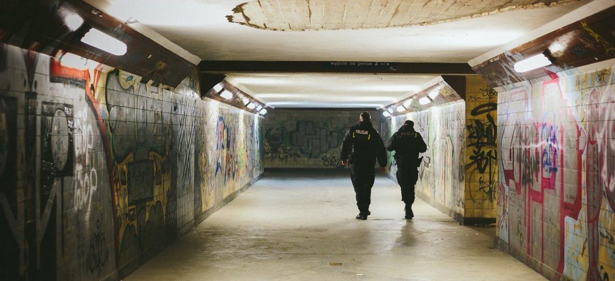 1,3 miliona złotych zarobili na oszustwach typu auto Lewandowskiego, hotel w Karpaczu itd. – Policja wreszcie złapała naciągaczy