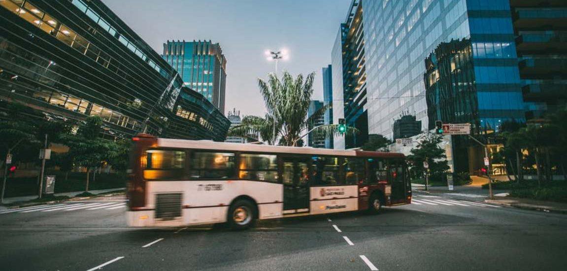 Kierowca autobusu nie wytrzymał. Zatrzymał pojazd i kazał pasażerowi wyłączyć smartfon