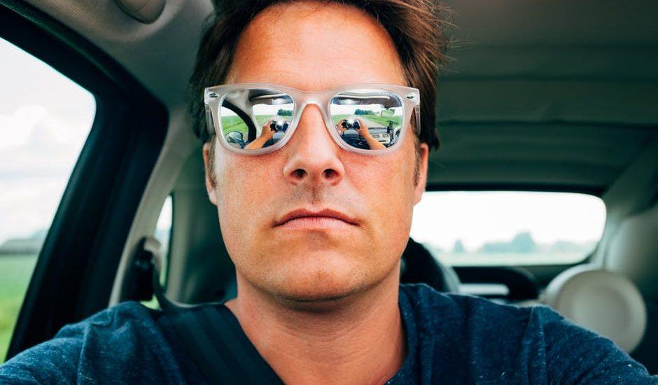 Wrzucił selfie zza kierownicy do internetu. Policja odpisała prosząc o adres do wysłania mandatu
