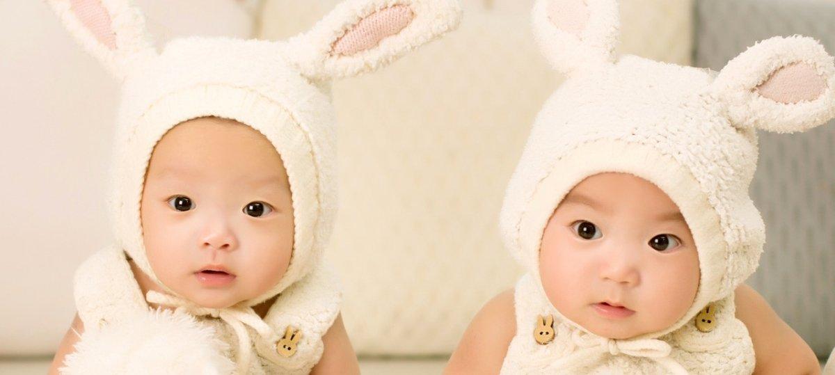 Trzeba było nie rodzić bliźniąt – pojawiają się spore problemy przy świadczeniach dla rodziców