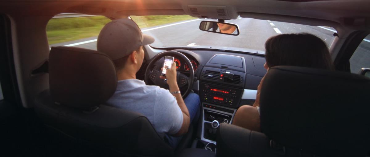 Czy można prowadzić samochód po zdanym egzaminie, ale przed wydaniem prawa jazdy?