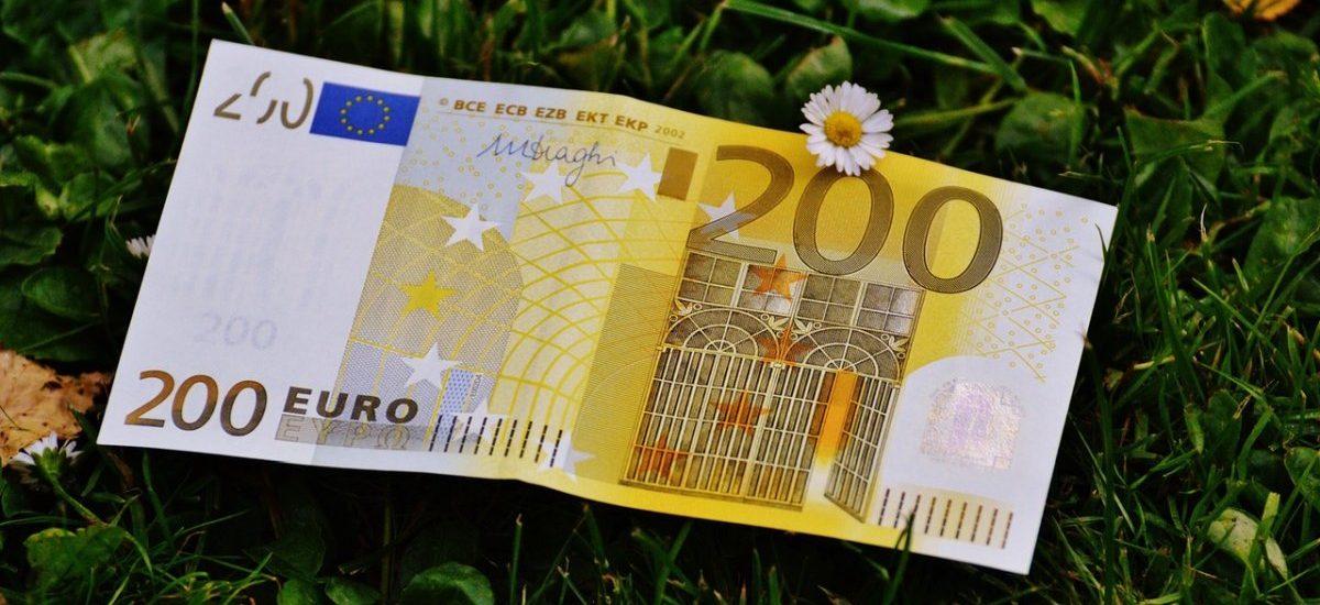 Żegnamy się ze złotówką. Albo z Unią. KE chce wymusić obowiązkowe euro w całej wspólnocie do 2025 roku