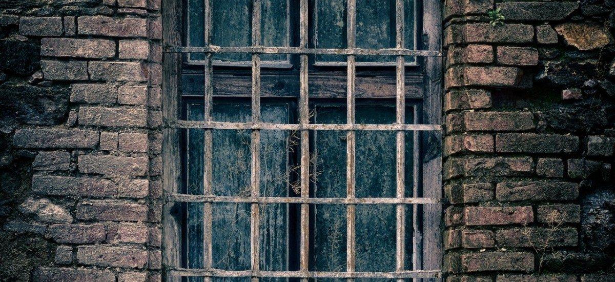 Czy pomimo prawomocnego skazania na karę pozbawienia wolności jest możliwe uniknięcie zakładu karnego?