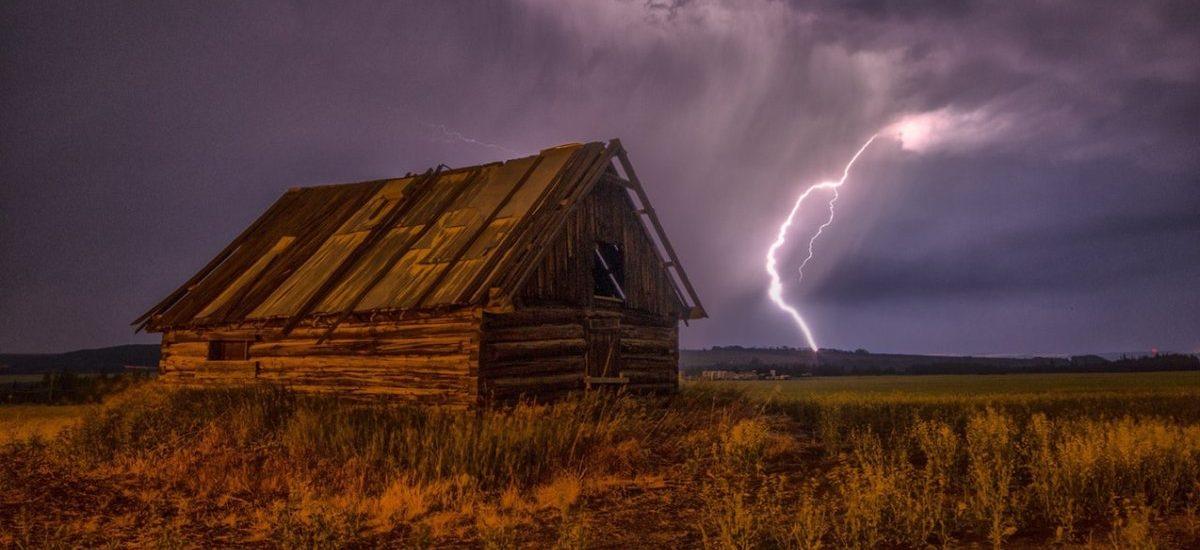RCB ostrzega: gradobicie i burze w całym kraju. Jak sprawdzić gdzie jest burza?