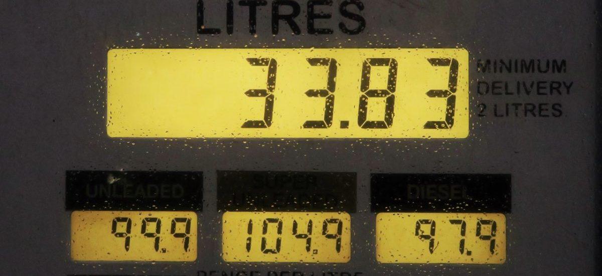 """Nie """"rząd podnosi ceny benzyny"""". Władza podnosi ceny wszystkiego poprzez podwyżkę cen benzyny"""