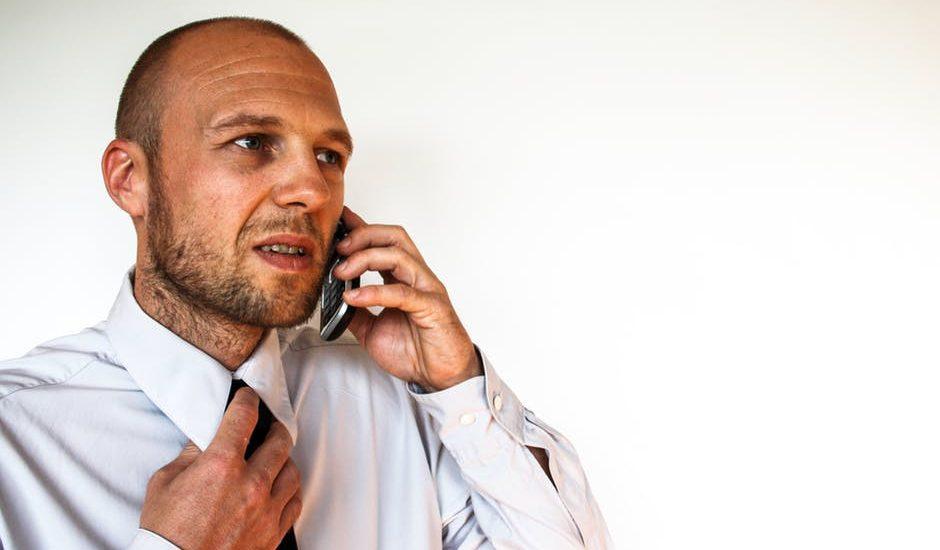 Operatorzy wciskali klientom usługi, których nie zamawiali. Nie chcieli na dowód udostępniać nagrań rozmów. UOKiK sprawdza