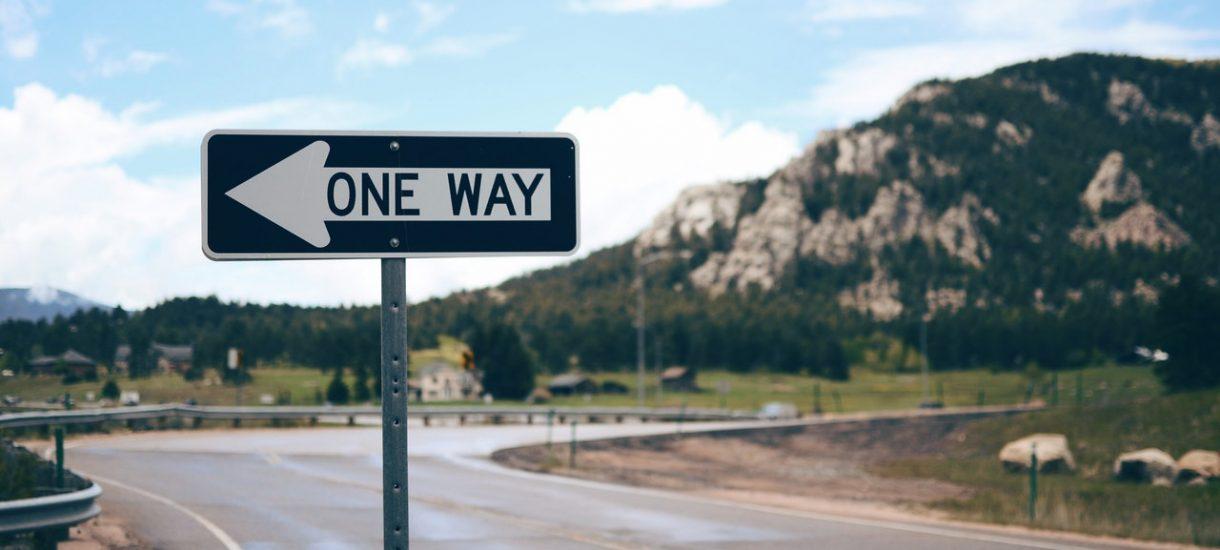 Koniec z bezmyślnym stawianiem znaków drogowych? Być może, bo sądy znalazły na to paragrafy