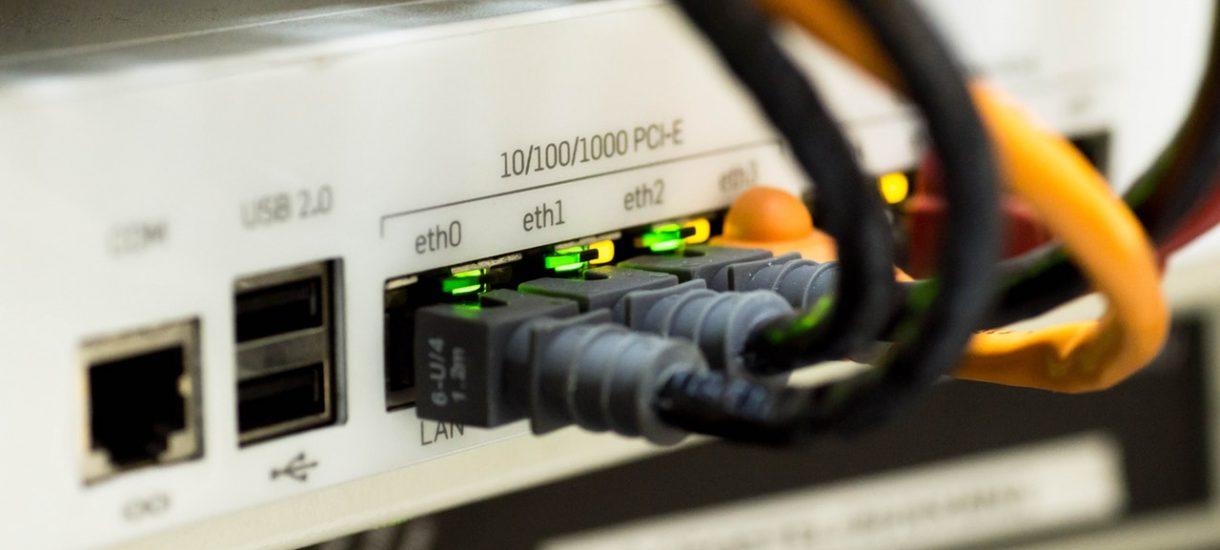 Zamiast histeryzować o wolności internetu, porozmawiajmy na poważnie o prawie sieci
