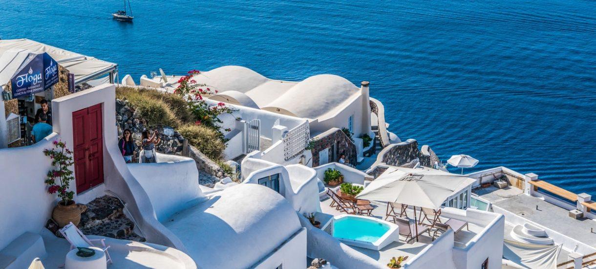 Gdzie jeżdżą na wakacje Polacy? Królem tego roku Grecja – 30% wycieczek. Na 7. pozycji niespodzianka