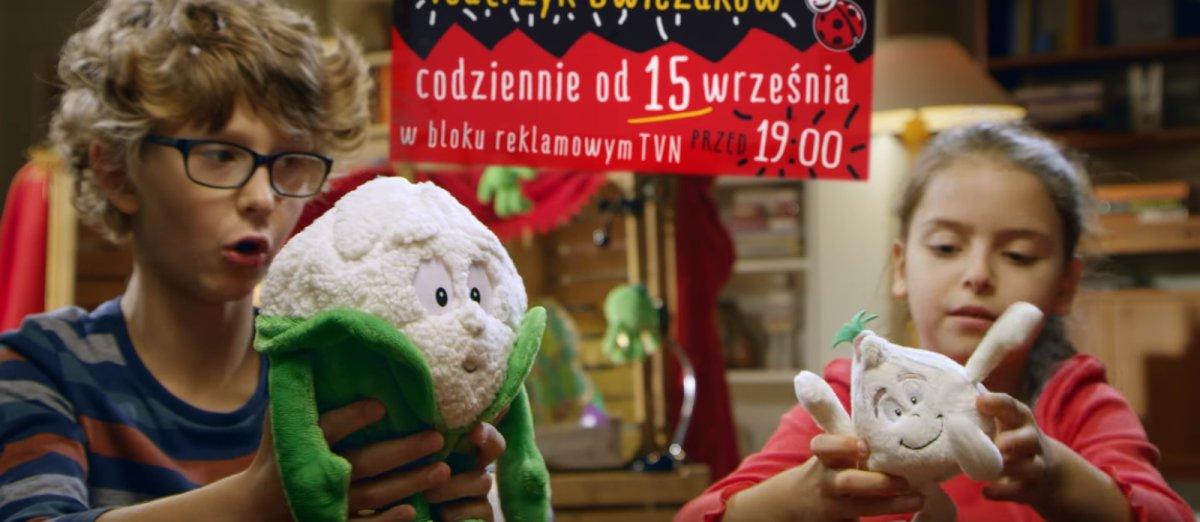 """Biedronka nie odpuszcza. Świeżaki dostały swój """"program"""" w TVN"""