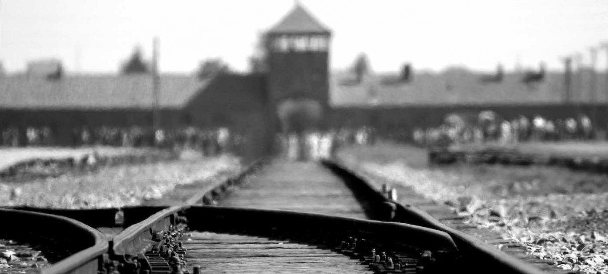Prezenter TVP postanowił zasugerować, że Bartoszewski w Auschwitz był kolaborantem