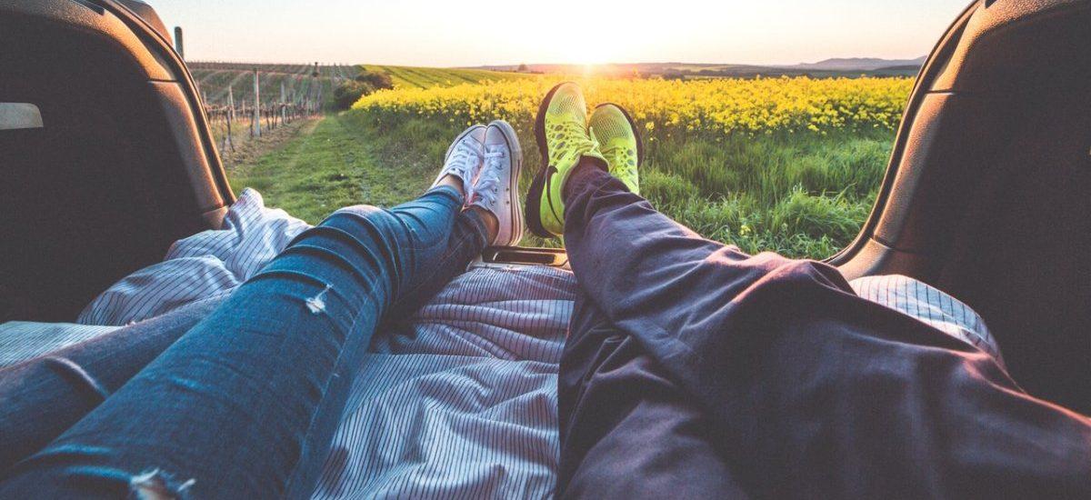 Jak uniknąć rozwodu? Żonę poznaj na Tinderze i oglądaj z nią Netflixa