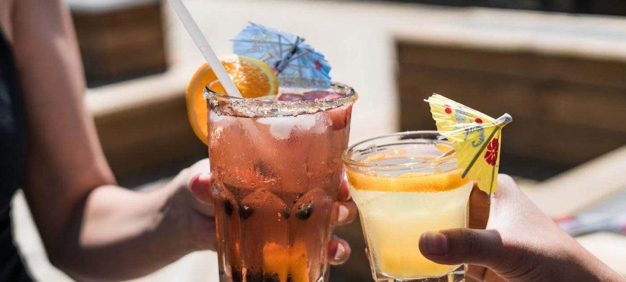 Chcesz zarabiać więcej? Pij alkohol. To nie żart, tak mówią naukowcy