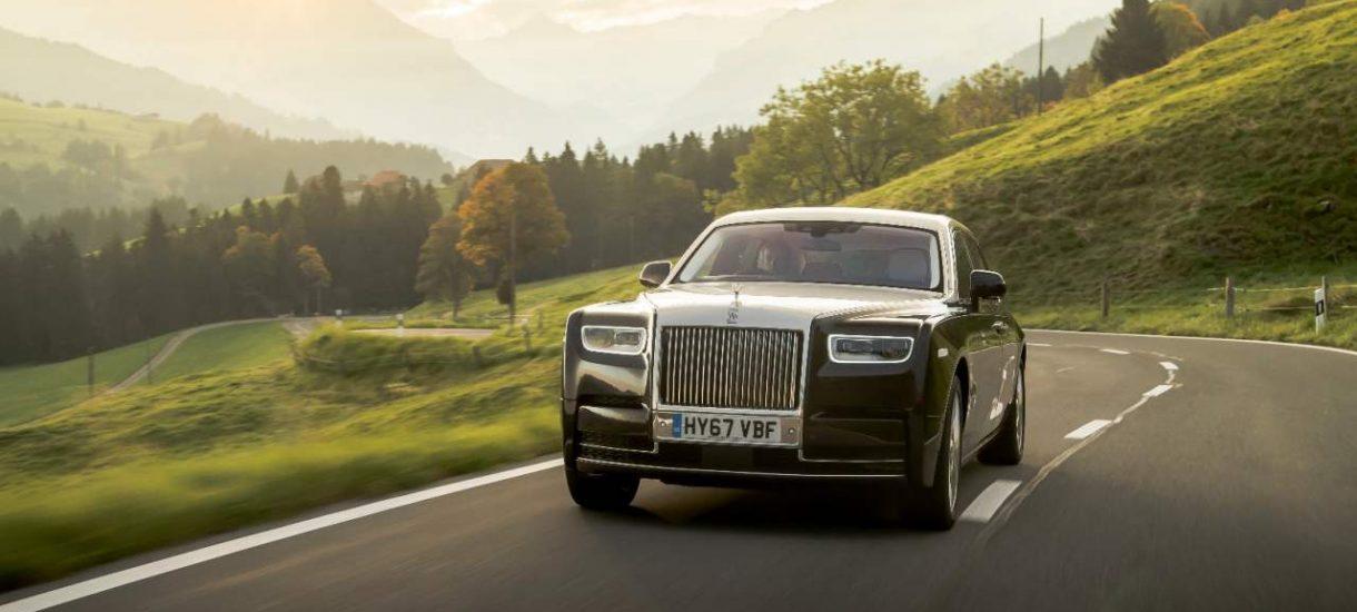 Polacy coraz częściej kupują luksusowe samochody, których cena zaczyna się od 215 tys. złotych