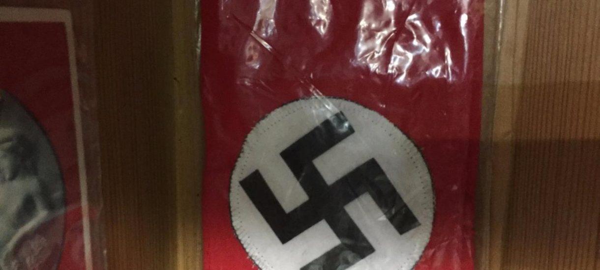 """Nie mogłem uwierzyć w """"sklep firmowy"""" w Bolesławcu: Popiersie Hitlera, swastyka i mundury SS. Zawiadomiłem kogo trzeba"""