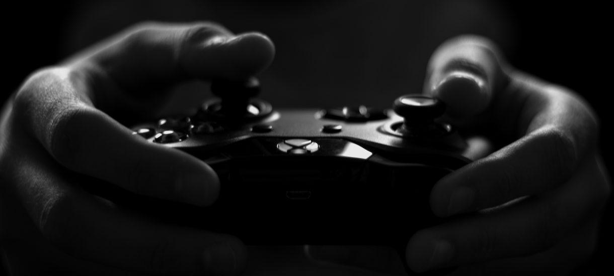 Był poszukiwany, zgłosił się na komisariat i przyniósł ze sobą PlayStation – uznał, że konsola w więzieniu mu się przyda
