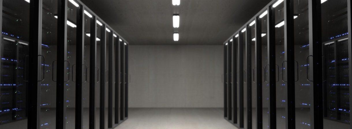 Jak wybrać serwer, aby wszystko było zgodnie z prawem (i bezpiecznie)