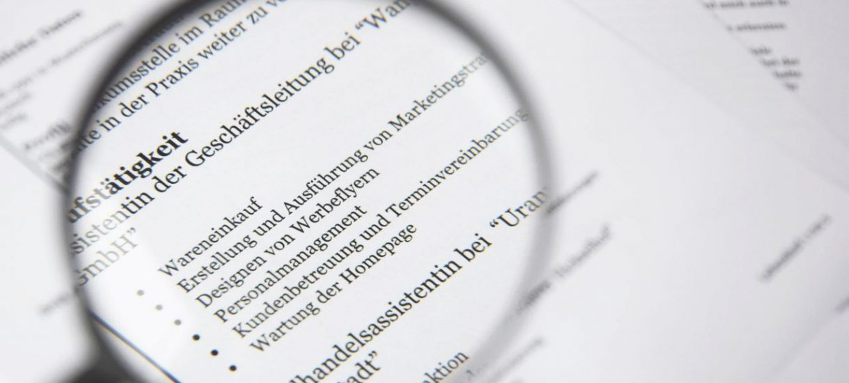 Urzędnicy lubią udawać, że znają się na rzeczy, gdy używają trudnego języka. Badania nie pozostawiają suchej nitki na języku urzędowym