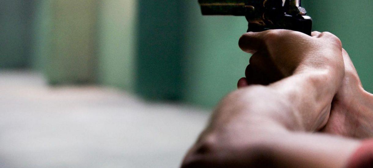 Złodziej na wózku chce milionowego odszkodowania od ochroniarza, który do niego strzelał