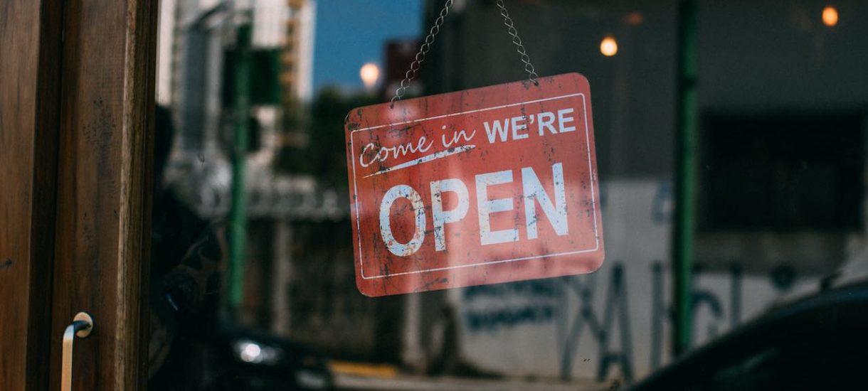 Godziny otwarcia sklepów w Wielką Sobotę [ROZPISKA]
