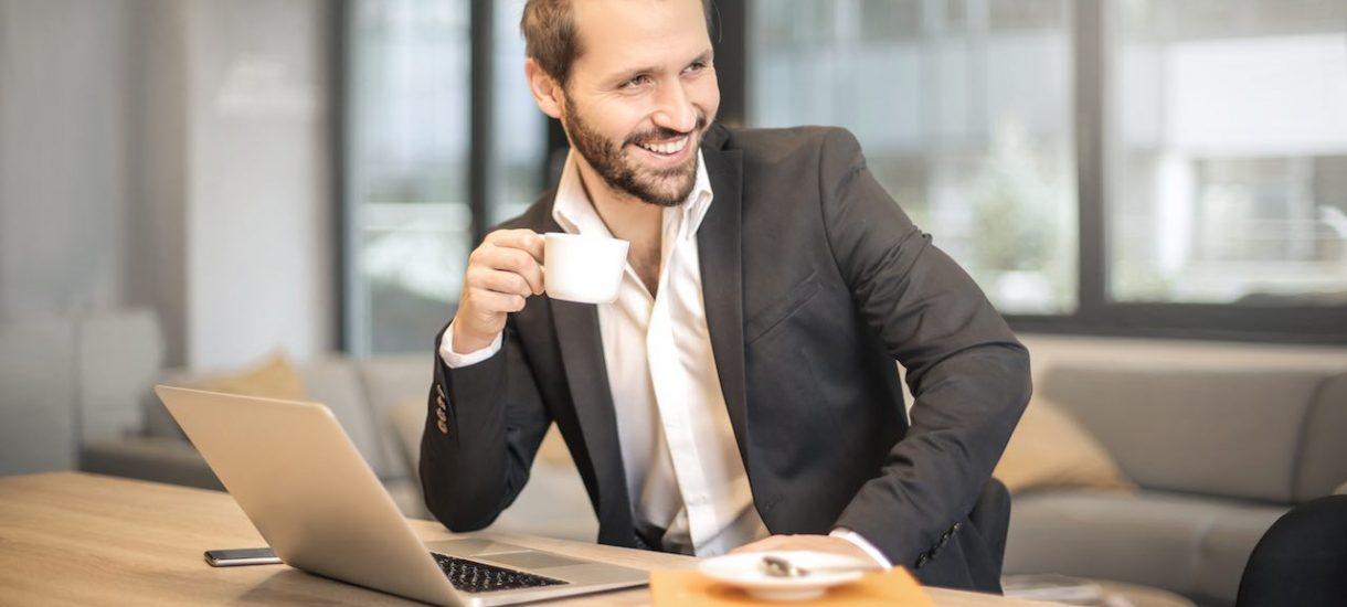 Ważna informacja dla wszystkich szefów: szczęśliwy pracownik to wydajny pracownik. Jak zadbać o pracowników?